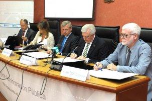 A Escola asina un convenio coas tres universidades galegas para a formación do PAS